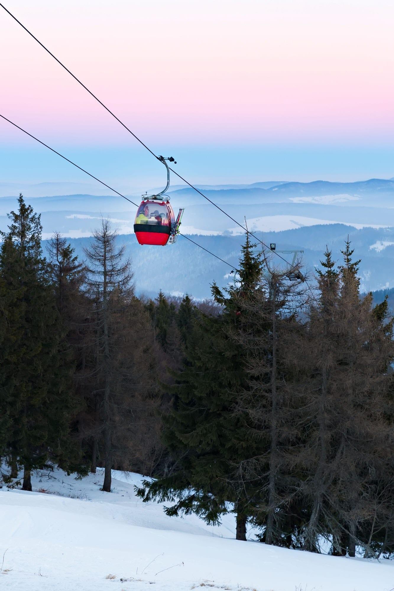 Gondola ski lift